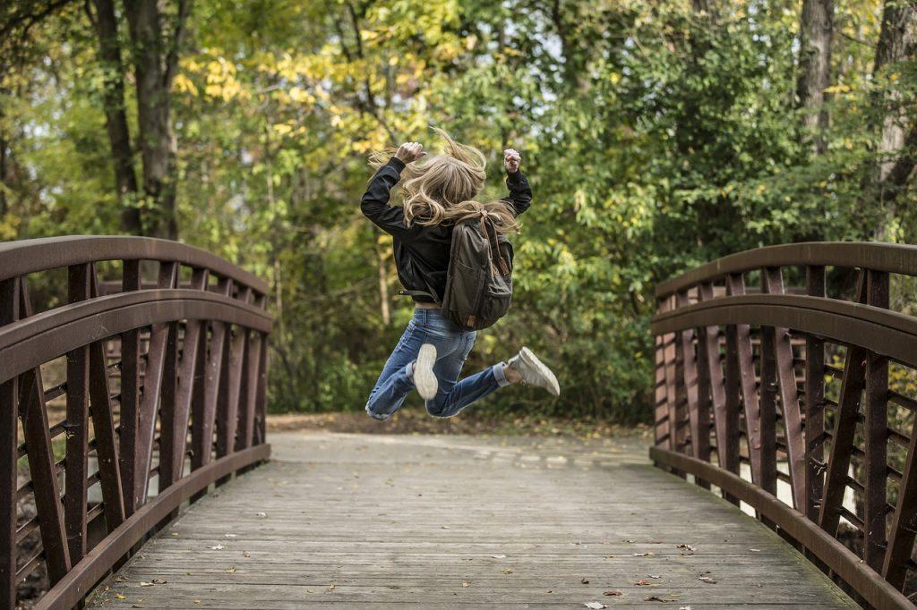 Afbeelding tiener op brug